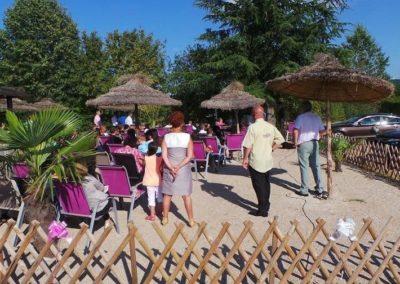 Organisation de mariage a St Vulbas - terrasse parasols